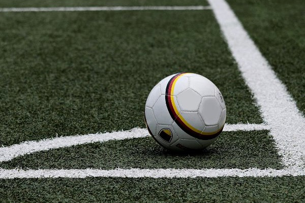 Letónia: FC Riga de Luís Pimenta vence fora de casa e está no primeiro lugar