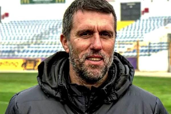 Desp. Chaves: Treinador de guarda-redes Carlos Pires abandona equipa