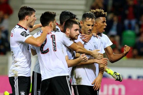 I Liga: Benfica vence Santa Clara nos Açores e sobe ao segundo lugar