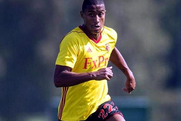 Mercado: Udinese recebe Zeegelaar por empréstimo do Watford