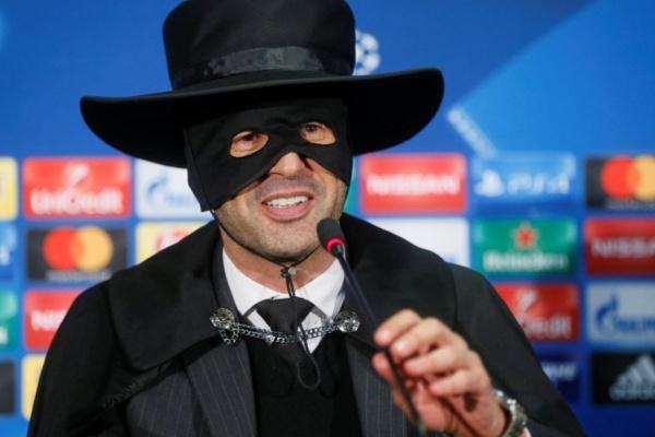 LC: Paulo Fonseca apresenta-se de Zorro após apuramento do Shakhtar