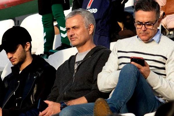 5f24ff75e5 José Mourinho assistiu ao encontro entre o Vitória de Setúbal e o Santa  Clara