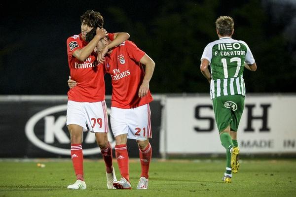 Crónica: Benfica aproveita infelicidades do Rio Ave e título fica a um ponto
