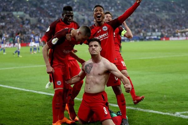 Alemanha: Jogador do Benfica brilha na Bundesliga e marca cinco pelo Eintracht