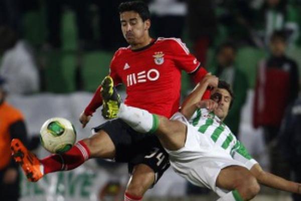 Liga Zon Sagres: 'Bis' de Lima ajuda Benfica a chegar à liderança