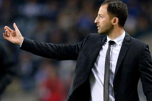 Domenico Tedesco despedido do comando técnico do Schalke 04