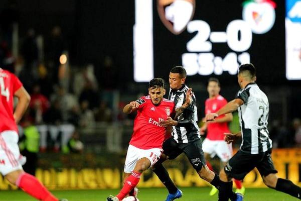 Síntese: Benfica perde em Portimão e é ultrapassado pelo Sporting de Braga