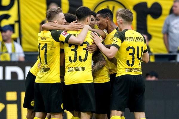 Alemanha: Borussia Dortmund passa em Leipzig com golo de Witsel