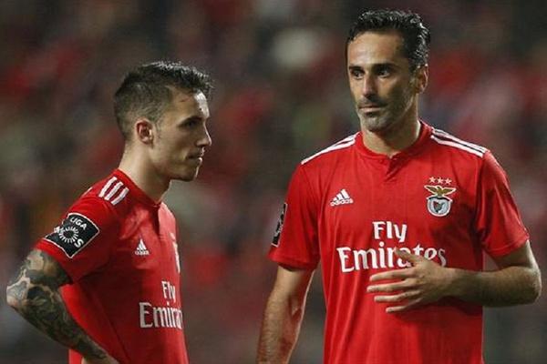 Grimaldo, Pizzi e Jonas regressam aos convocados do Benfica