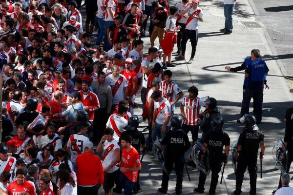 Adepto acusado de ter atacado autocarro do Boca Juniors libertado