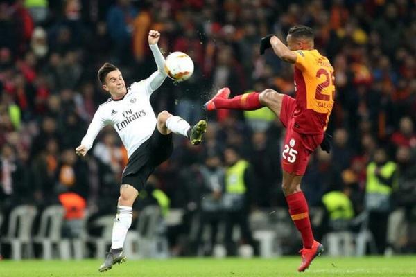 Crónica: Benfica 'alternativo' vence na Turquia e fica mais perto dos 'oitavos'