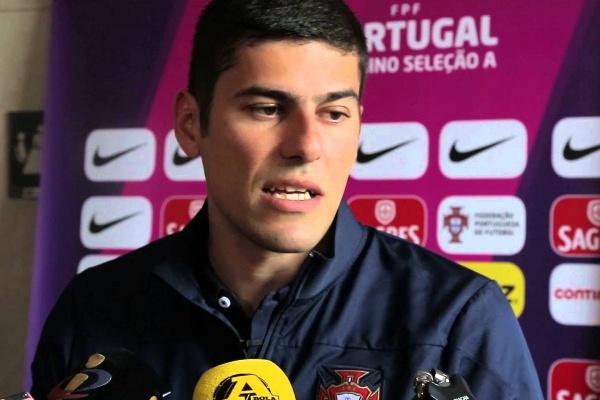 Francisco Neto chama 20 jogadoras para jogo de apuramento com a Espanha