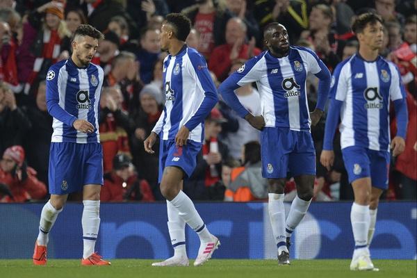 Resultado de imagem para FC Porto derrotado por 2-0 em Liverpool