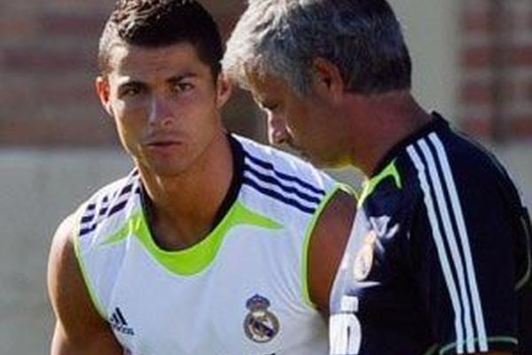 89c4e93011 UEFA  José Mourinho e Ronaldo na equipa ideal dos últimos 11 anos ...