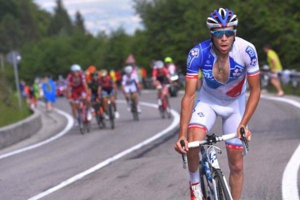 Ciclismo: Thibaut Pinot vence 19.ª etapa da Vuelta, Simon Yates reforça liderança