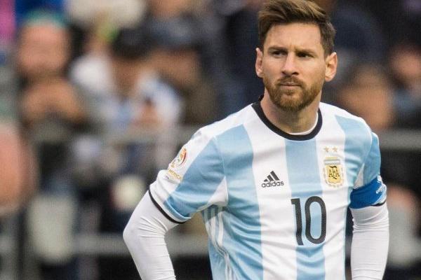 «Encontrei o Messi sozinho, a chorar como um bebé»