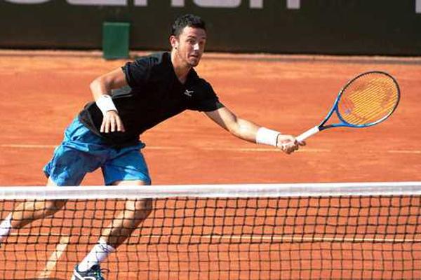 Ténis: Gonçalo Oliveira eliminado na segunda ronda do «challenger» de Tashkent