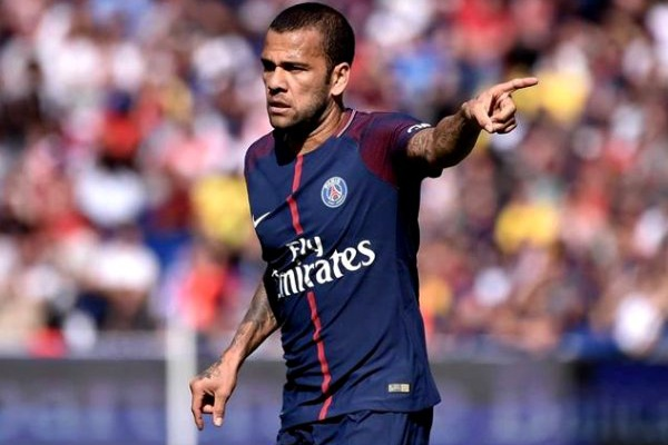 «Pensava que tudo estava acertado e que iria trabalhar com Mourinho» - Dani Alves