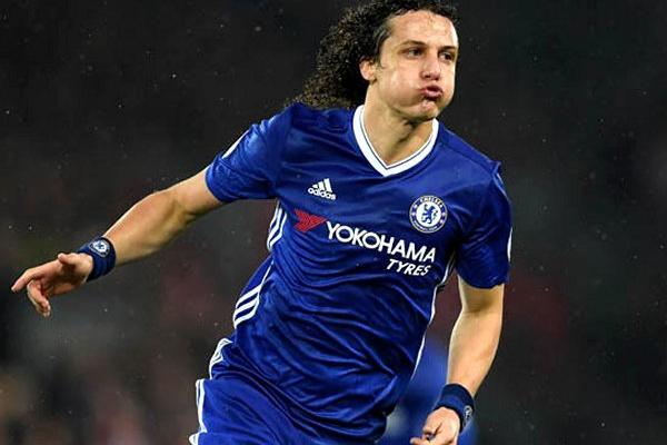 Mercado: Chelsea recusou proposta de 20 milhões de euros do Arsenal por David Luiz