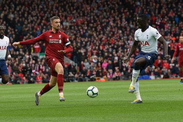 Adeptos do Liverpool e Tottenham pedem bilhetes a patrocinadores da Champions