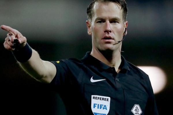 Árbitro holandês Danny Makkelie no Roma-FC Porto na Liga dos Campeões