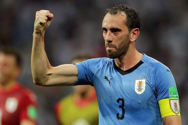 Godín ultrapassa Maxi Pereira e torna-se o mais internacional pelo Uruguai