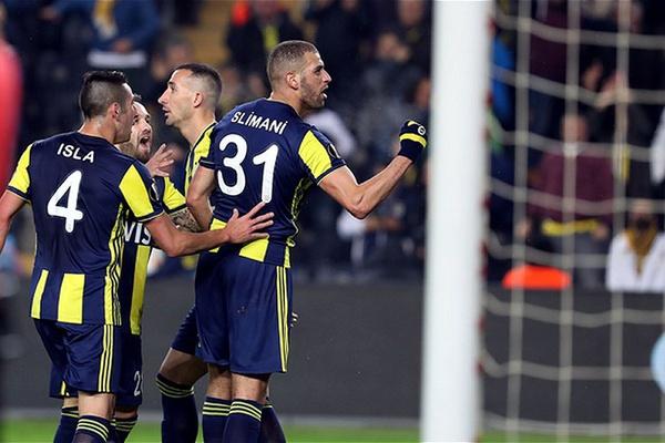Slimani dá vantagem ao Fenerbahce contra Zenit na Liga Europa