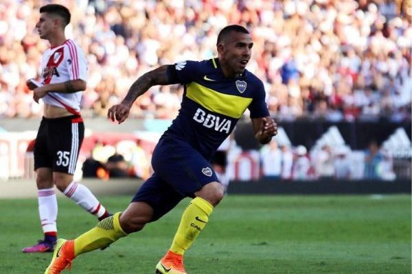 Tevez diz que a final da Taça Libertadores «é um bocado bizarra»