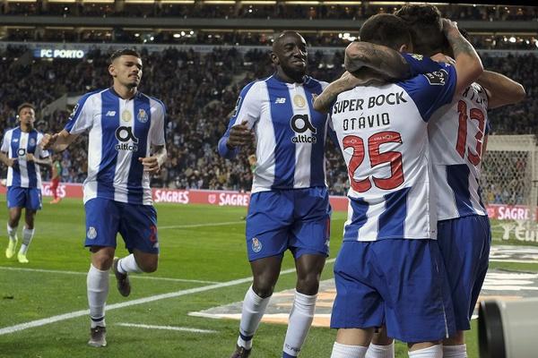 Crónica: FC Porto vence Marítimo com golos após o intervalo e assume liderança