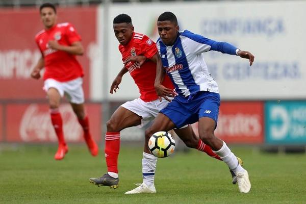 Benfica bate FC Porto e assume liderança do Nacional de juniores