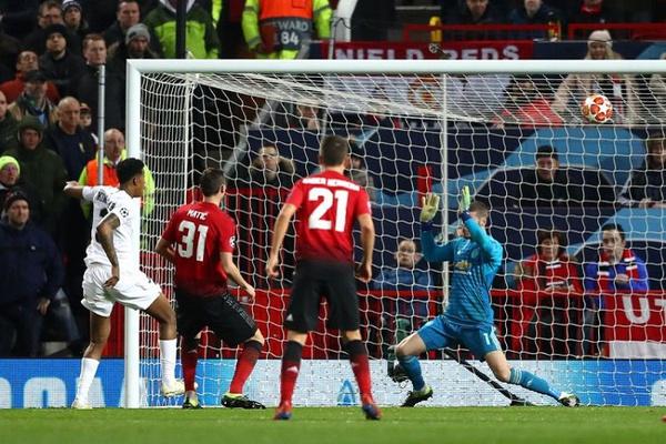 Síntese: 'Dragão' sobrevive em Roma, PSG com vitória histórica em Inglaterra