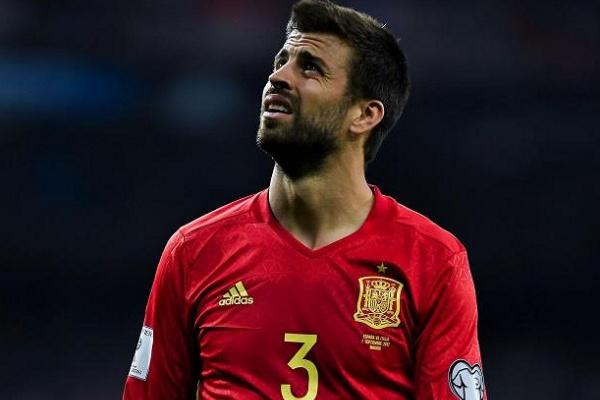 Espanha  Piqué recebido com hostilidade e vaiado no estágio da seleção c90f38be3d107