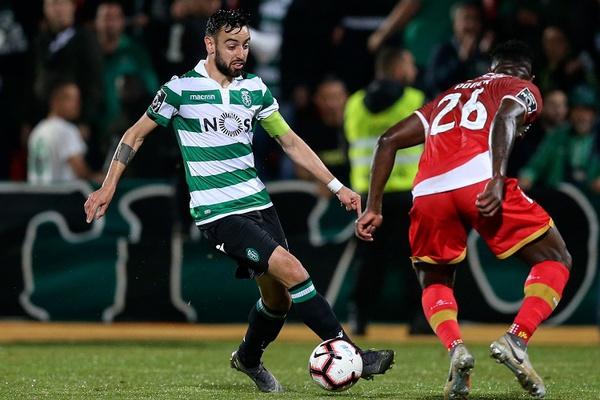 Crónica: Sporting resiste com 10 e vence nas Aves