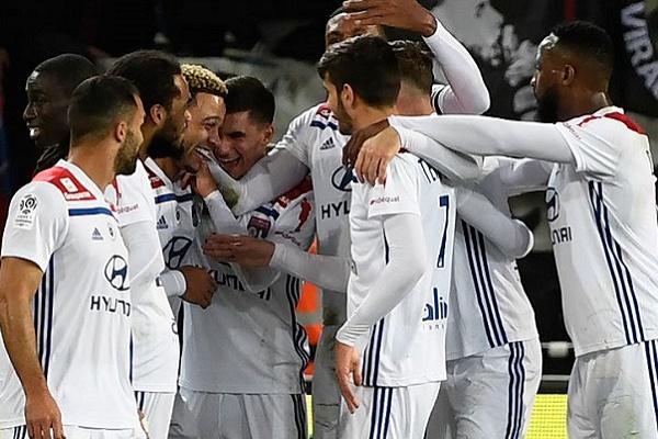 Lyon do português Anthony Lopes vence Guingamp do compatriota Pedro Rebocho