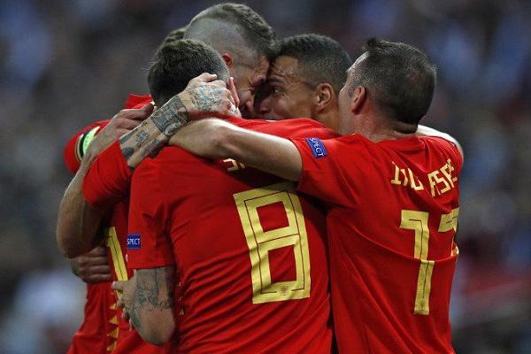 Espanha vence Inglaterra em Wembley na estreia de Luis Enrique