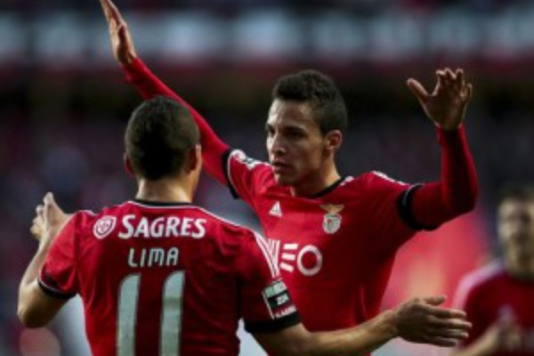 Benfica vence Marítimo com 'bis' de Rodrigo e segura liderança