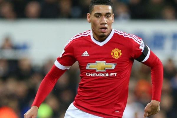 Manchester United renova contrato com Smalling até 2022