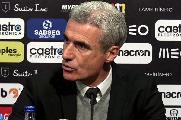 Treinador Luís Castro recusa ingleses do Reading e fica em Guimarães