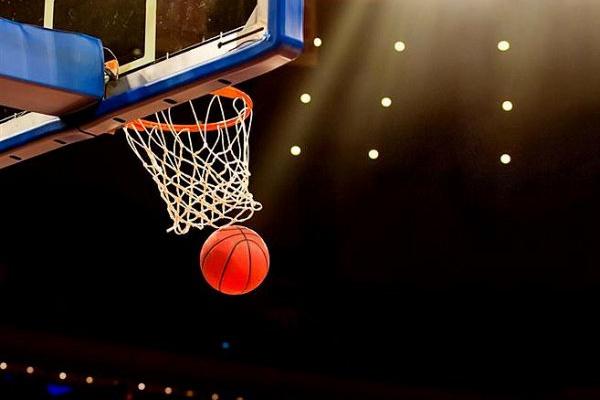 DeMarcus Cousins estreou-se na NBA pelos Warriors com 14 pontos em 15 minutos