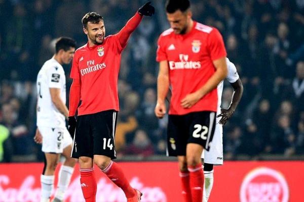 Crónica: Benfica 'eficaz' regressa à vice-liderança com golo de Seferovic