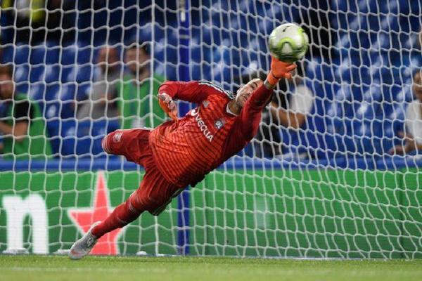 França: Lyon vence em Marselha e fica mais perto da Liga dos Campeões