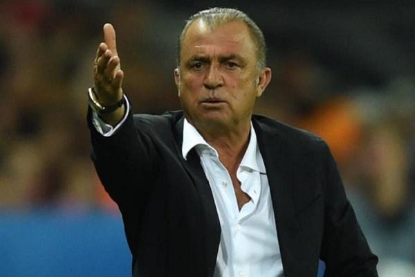 LE: Treinador do Galatasaray considera ser possível ultrapassar Benfica