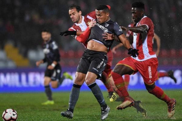 Crónica: Aves e Guimarães empatam num encontro disputado sob chuva intensa