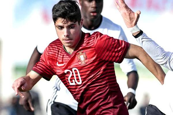 Pedro Neto juntou-se à seleção de sub-20 e mostra-se pronto para «ajudar»