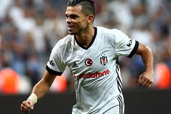 Pepe rescindiu com o Besiktas e é um jogador livre