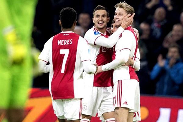 Holanda: Ajax fica muito próximo do título após golear o Utrecht