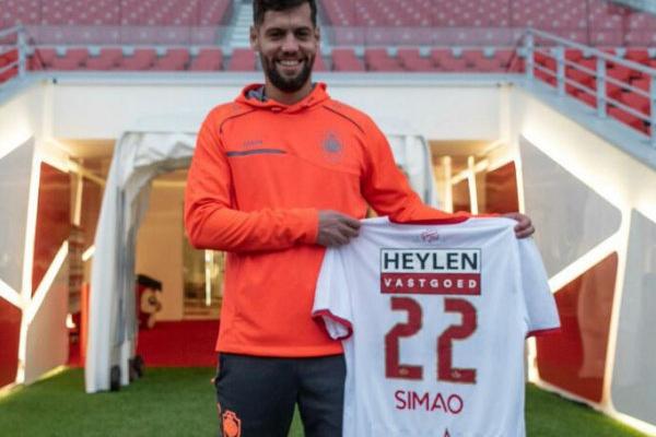 Mercado: David Simão ruma à Bélgica e vai ser treinado por Laszlo Boloni