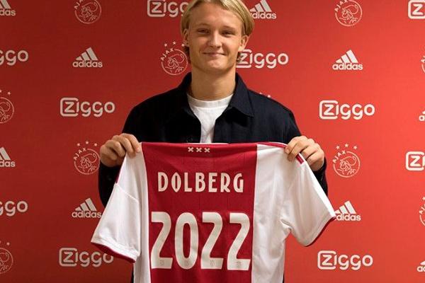 Ajax renova com avançado Kasper Dolberg antes de receber o Benfica