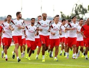 Milhares de adeptos no Seixal para assistir ao treino do Benfica