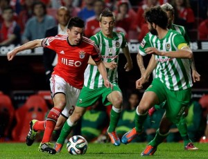 Benfica procura regressar às vitórias e manter-se no comando da I Liga
